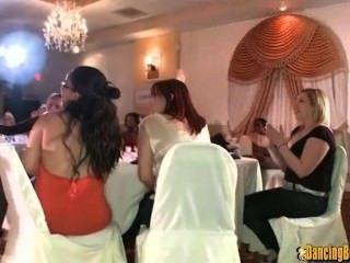 eine Gesichtsbehandlung für die Braut an ihrem stagette sein