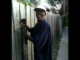 alten schwarzen Mann fickt japanische Hündin in Thed Straßen