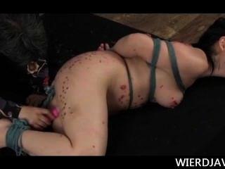 big Titted japanischen gebundenen Sexsklavin mit heißem Wachs gefoltert