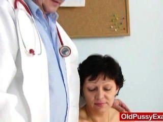 unrasiert Hausfrau Eva Besuche Gyno doc Fickloch Inspektion
