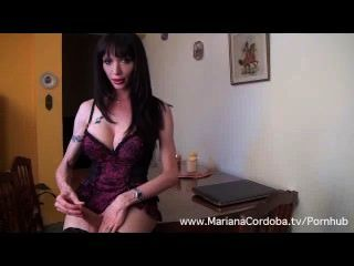 mariana cordoba Masturbation auf dem Tisch