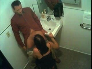 seks in een openbaar Toilette