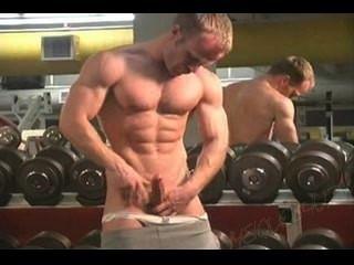 Herr. muscleman - Zeit im Fitnessstudio