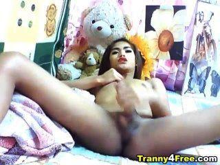 asian Tranny off ihre großen Schwanz Rucken