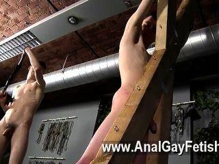 Homosexuell Film Opfer aaron bekommt eine Tracht Prügel, dann richtig seine Ritze bekommt