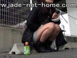 Amateur schöne Mädchen an den Rand der Grenze 2, urg geschoben zu urinieren drängen