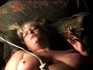 Hot reife Blondine wilde Zigarre rauchen Masturbation