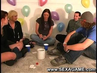 Studenten beim Spiel mit Sex-Spiele