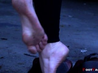 schmutzigen Füße in High Heels