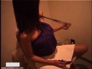 japanisches Mädchen Toilettenraum Masturbieren