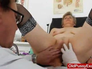 Frau Gynäkomastie rechts sowie ein medizinisch-Tool durchgeführt