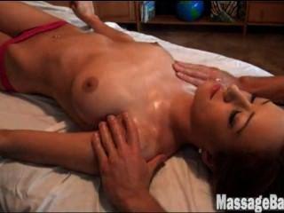 victoria rae schwarz bekommt eine Massage (w / Musik)
