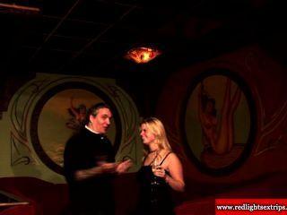 echte holländische Schlampe von einem Glückstouristen pussylicked bekommen