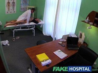 fakehospital Ärzte Hahn heilt sexy spritz Blondinen Verletzung
