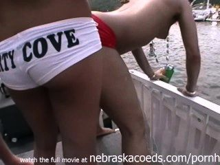 Zufalls-Partei Mädchen nackt in der Öffentlichkeit Partei Bucht See der Ozarks mo