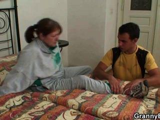 er heilt Oma mit der Kraft seines Schwanzes