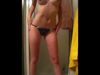 Teen Amateur Freundin Striptease in Dusche