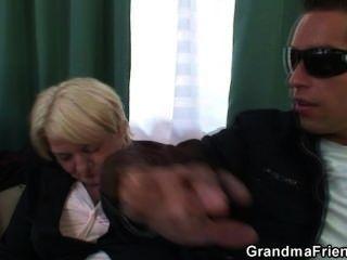 Pick zwei Gecken und ficken betrunken Oma