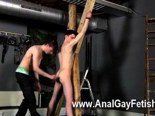 Homosexuell ficken Opfer aaron bekommt eine Tracht Prügel, dann richtig seine Ritze bekommt