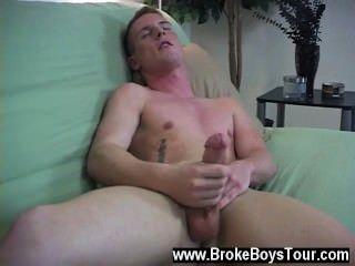 Homosexuell xxx Grat in Angriff genommen, indem er die Augen schloss und wie er mit seinem Stab gespielt