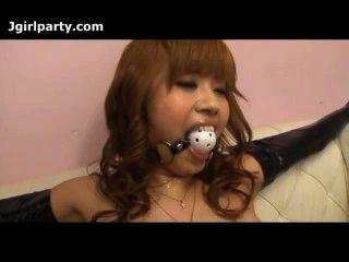 japan Dame gebunden und hat ihre Muschi gehänselt