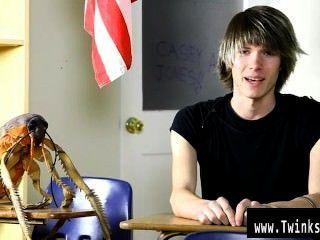 sexy Homosexuell junge Casey Jones ist 18 Jahre alt und neu in der Porno