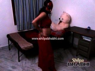 sexy shilpa bhabhi indische Frau in rot saree nackt Sex Strippen