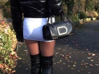 julie skyhigh jugendlich heißen Minirock & Lederstiefel in Straße