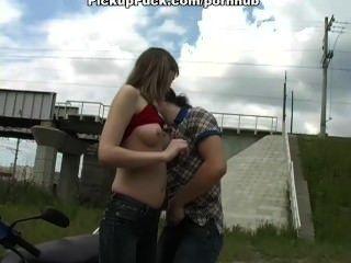 Sex zu dritt in Amateur-Porno-vid