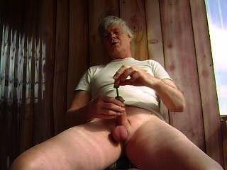 mr masturbieren klingt seinen Penis mit einer Stahlstange