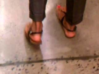 hot arab offen Füße in sexy Sandalen