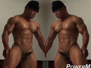 heiße Muskel Kerl bekommt sich ab