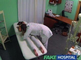 fakehospital Nymphomanin Brünette Teenager ist in der Arztpraxis zurück