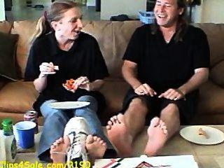 stinkende Füße Pizza Arbeiter Demütigung