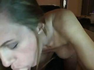 MILF saugt Dildo Webcam. Ich liebe sie !