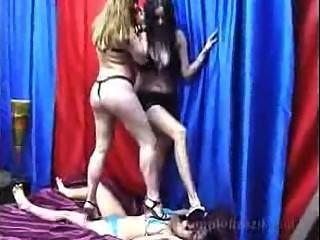 lesbischen trampeln 2on1
