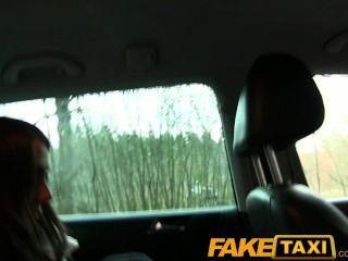 faketaxi nette russische Touristen mit einer engen Pussy