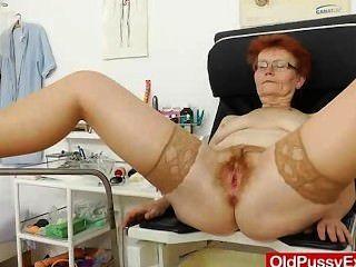 Frau Gyno zusätzlich zu einem Rotschopf Hündin