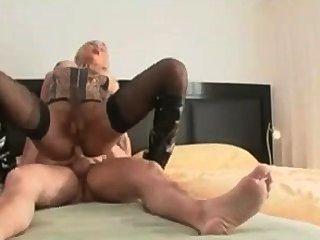 sexy blonde Babe bekommt ihren Arsch gefickt