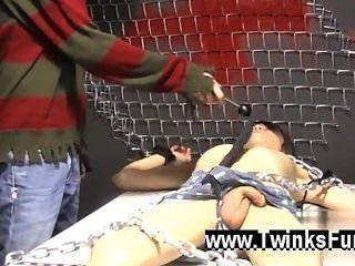 Homosexuell Sex roxy rot aufwacht geschnallt zu einem Tisch und ryan conners nimmt seine