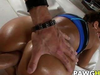 Hot Babe Lisa Ann bekommt anal