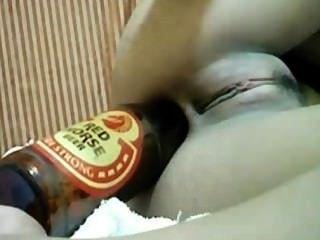 Flasche und Telefon in ass