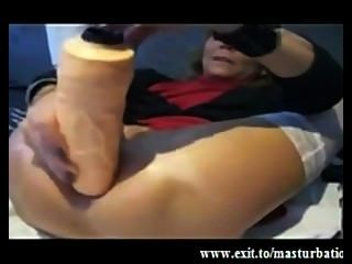 extreme Oma anal gape !!