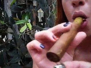 dani Zigarre Mädchen