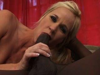 weißes Mädchen Tabitha fickt einen großen schwarzen Schwanz !!!