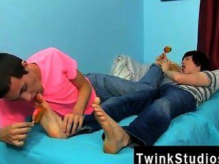 erstaunliche Twinks Conner bradley und tyler Riegel sind in der Stimmung für eine Nacht
