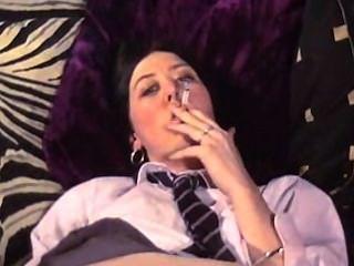 mehr Schülerin, rauchen, fingern und liebäugelt
