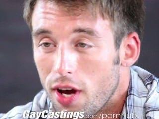 gaycastings Hunky Auftragnehmer zeigt ab und zuckt