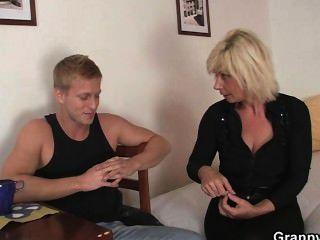 alte Blondine Doggystyle gefickt