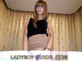 Arsch Schwanz Titten im Angebot Thai Ladyboy